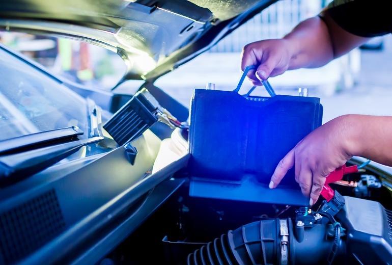 Jak wymienić akumulator w samochodzie?