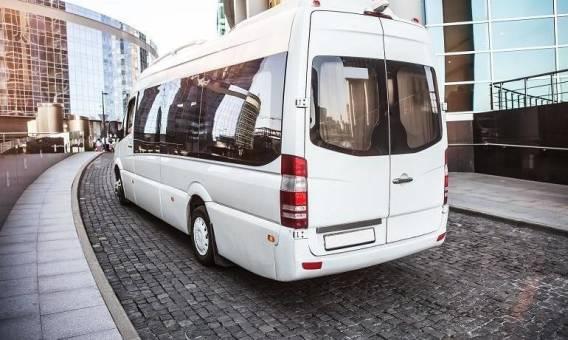 Transport busem do Anglii. Zalety rozwiązania