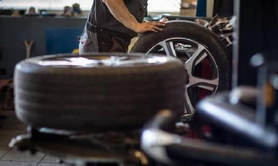 Konsekwencje nieprawidłowej wymiany opon samochodowych