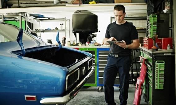 Akcesoria przydatne mechanikom samochodowym.